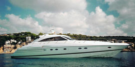 Princess V65 - 2003  - MAN D2842 LE 404 2 X 1 300 Hp, 400 000 € VAT paid  - Princess V65 - Vue mouillage en Baie de Cannes